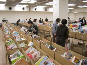 東京書店組合、江戸川区で学校図書展示会ひらく