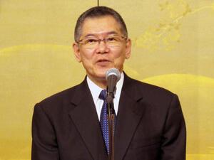 今野敏氏の「作家生活40周年を祝う会」、150人が駆けつける